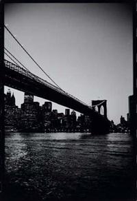 brooklyn bridge au crépuscule, new york city by michel ginies