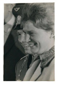 yuri gagarin et valentina tereshkova, 17 october by william sauro