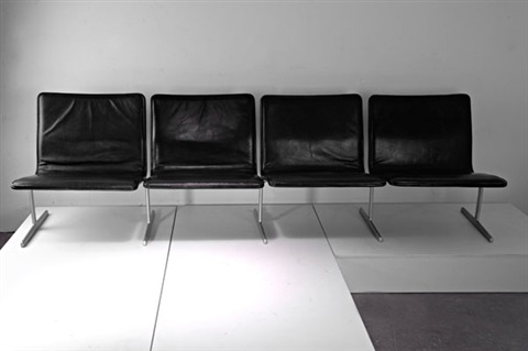 dreisitzer sofa und sessel 602 by dieter rams on artnet. Black Bedroom Furniture Sets. Home Design Ideas