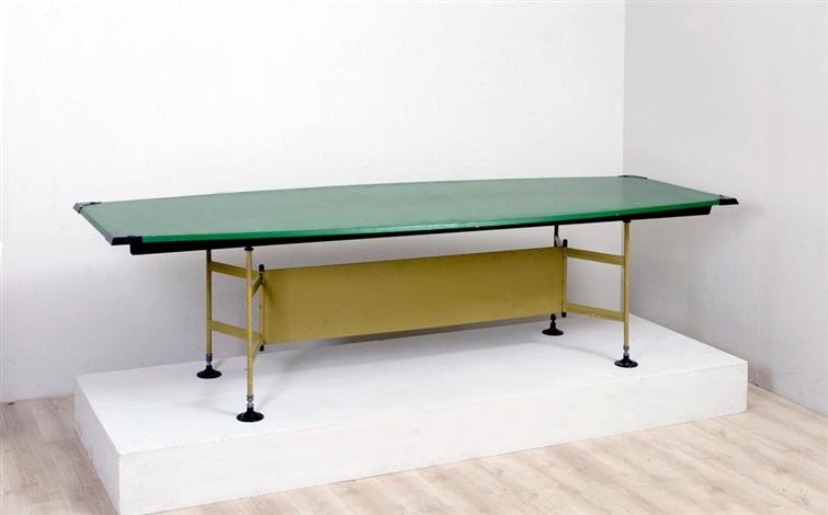 Grande tavolo da riunione della serie spazio by studio for Tavolo da studio