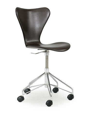 sjuan skrivbordsstol på hjul by arne jacobsen