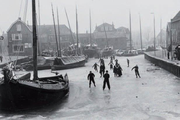 patineurs sur le canal hollande by edouard boubat
