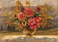 gartenblumen und zweige in glasvase by hugo noske