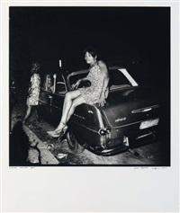 muona ndumba (femme assise sur un capot de voiture) by jean depara
