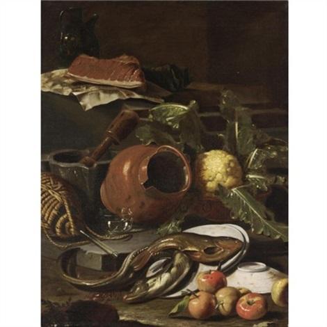 natura morta con pesce brocca di vetro pezzo di carne su foglio di carta cavolo orcio di rame mortaio con pestello fiasco di vino piatti pesce mele e arancia by cristoforo munari