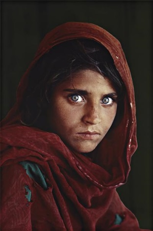 afghan girl pakistan by steve mccurry