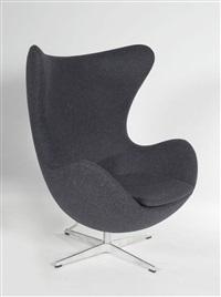 fauteuil egg, piétement cruciforme pivotant et inclinable by arne jacobsen