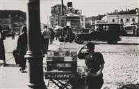 zigarettenverkäuferin auf dem strastnaya-platz/ cigarette seller on strastnaya square, moscow by alexander rodchenko