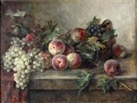 stilleben mit weintrauben und pfirsischen by flora g. udvardy