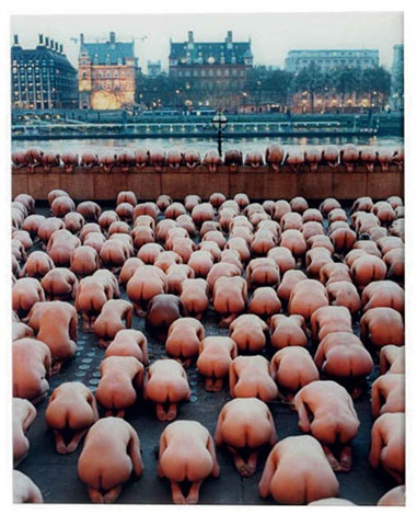 london 2 (the saatchi gallery) by spencer tunick