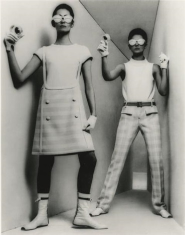 courrèges mini robe et pantalon mars by william klein