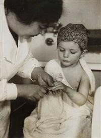 infirmière et enfant à l'assistance publique by andré kertész