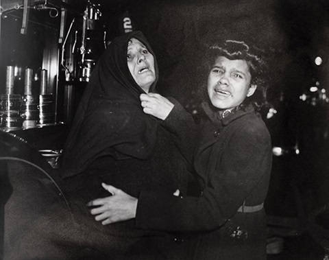 closing of gallery by weegee