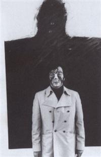 arnulf rainer mit gesichtsbemalung vor seinem bild schwiegermuttermonument by otto breicha