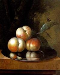 stilleben mit äpfeln auf einem zinnteller by johannes christianus roedig