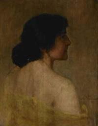 rückenakt einer jungen frau mit durchsichtigem gelbem chiffonkleid und schwarzem haar mit creolen by maximilian wachsmuth