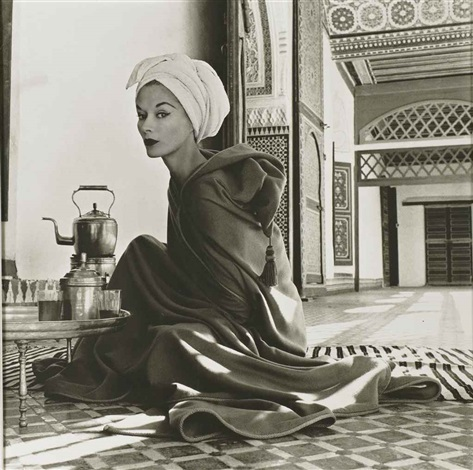 woman in moroccan palace (lisa fonssagrives-penn) by irving penn