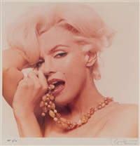 marilyn monroe, biting necklace (aus: the last sitting) by bert stern