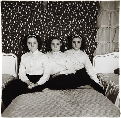 triplets in their bedroom nj by diane arbus