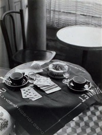 la table du café by robert doisneau