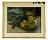 composizione con uva bianca e nera by vittorio granchi