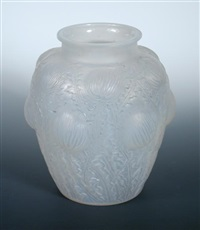 domremy or thistle pattern opalescent glass vase by rené lalique