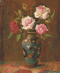 rozen: roses in a cloissoné vase by frits maris