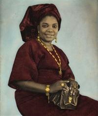femme aux bijoux serrant sur ses genoux un sac à main by j.a. fagbohum