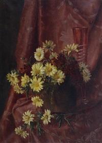 composizione floreale con drappo rosso by filippo vacchetti