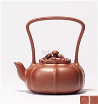 汉风提梁 (a zisha teapot with overhead handle) by ji yishun