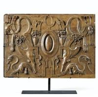 panneau sculpté à décor de grotesques et masques formant une composition maniériste by french school-fontainebleau (16)