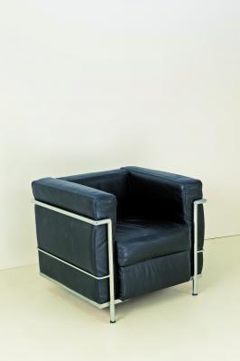 Poltrona by Le Corbusier on artnet