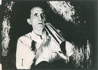 marcel duchamp avec son portevoix dans ses scènes pour eight by eight et dadascope by arnold eagle