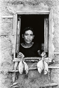 cuatro pescaditos (four fish) * mercado juchitan (juchitan market) (2 works) by graciela iturbide