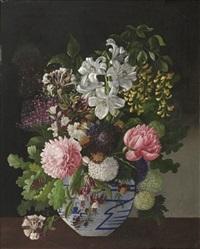 opstilling med vase med stor buket tidlige sommerblomster, pæoner, syrener, guldregn, madonnaliljer m.v. by a. ackerberg