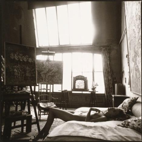 nu allongé dans latelier du peintre kurt hinrenksen by mark arbeit