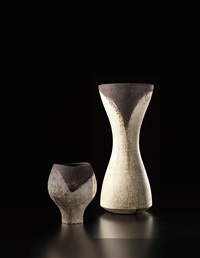 early tall vase with dark rim by hans coper