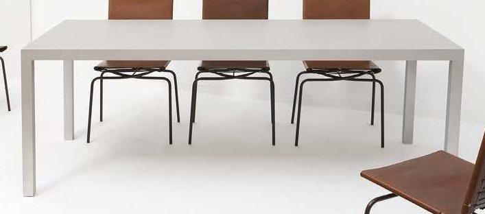 Table De Salle à Manger Modèle T88a By Maarten Van Severen