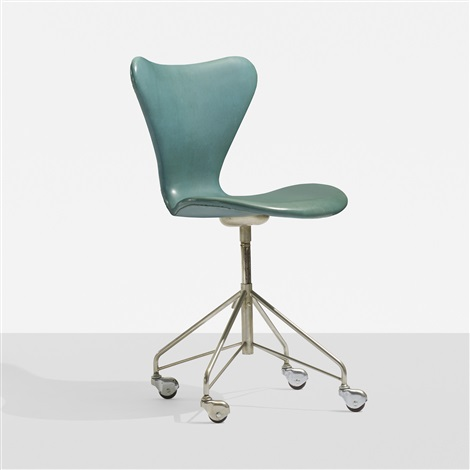sevener chair model 3117 by arne jacobsen