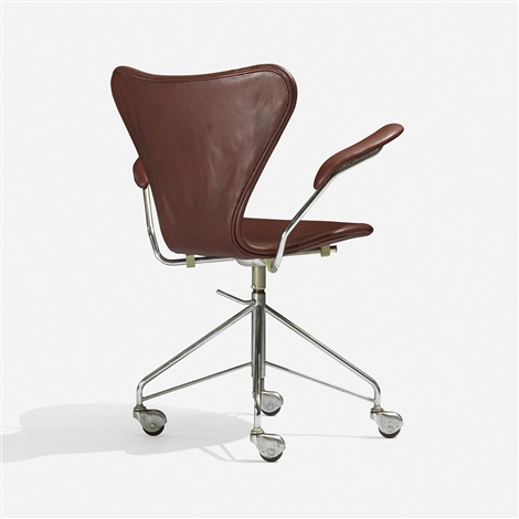 sevener chair model 3217 by arne jacobsen