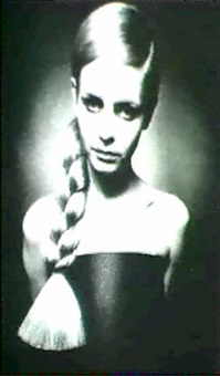 twiggy, from her first photograhic session by barry lategan