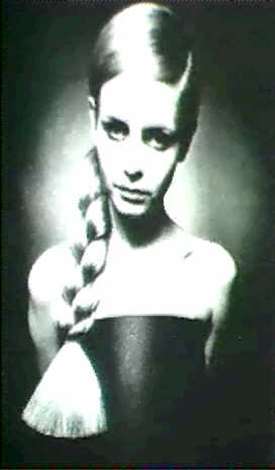 twiggy from her first photograhic session by barry lategan