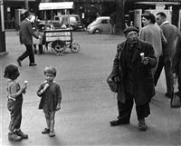 les enfants, le clochard aux glaces, paris by christian lemaire