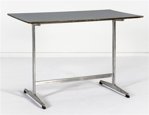 table dappoint by arne jacobsen