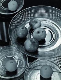 glasschale mit früchten by adolf lazi