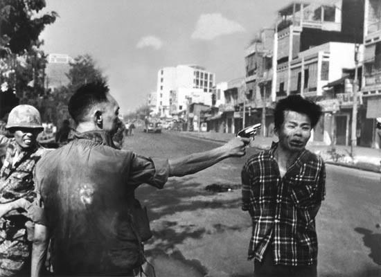 saigon general nguyen ngoc loan executing a viet cong prisoner nguyen van lém by eddie adams