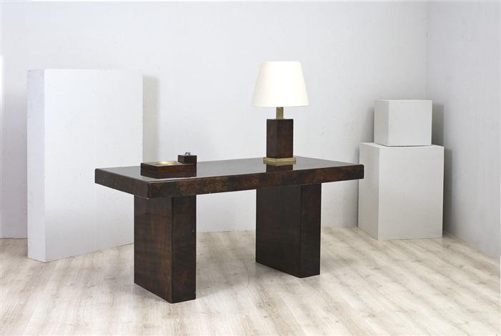 scrivania con lampada d'appoggio, posacenere e accendino by aldo tura