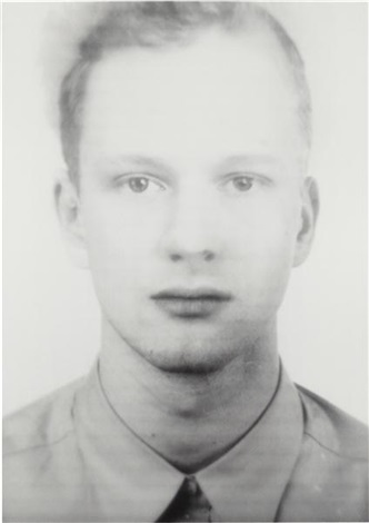 andere portrait 71a by thomas ruff
