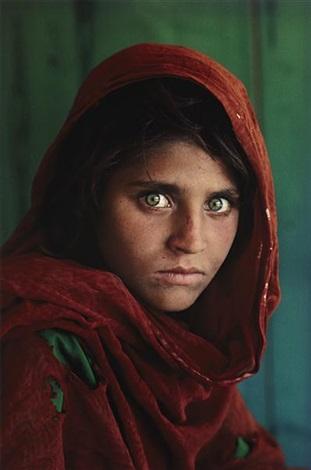 sharbat gula afghan girl pakistan by steve mccurry