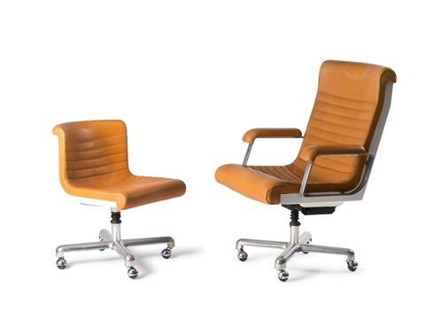 Bürosessel  Zwei Bürosessel und ein Schreibtisch SMAU by Ettore Sottsass on artnet